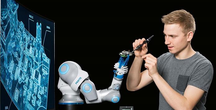 BionicCobot robot colaborativo de Festo