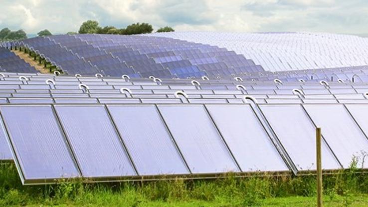 Los variadores de velocidad VLT aseguran la eficiencia de la planta solar de agua caliente más grande del planeta