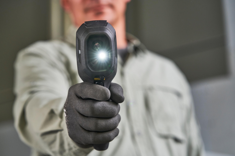 FLIR presenta la cámara térmica FLIR TG267 para profesionales de la electricidad