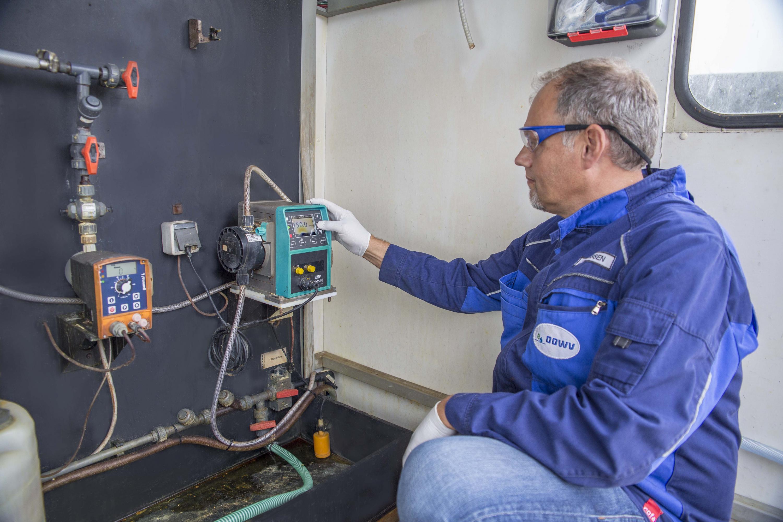 La bomba Qdos 30 sustituye tres bombas de diafragma en una planta importante de tratamiento de aguas