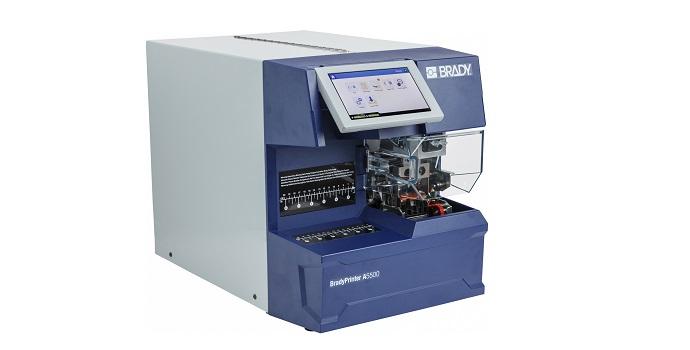 Identifique los cables 3 veces más rápido con la nueva impresora aplicadora de etiquetas de bandera BradyPrinter A5500   Foto: Brady Corporation