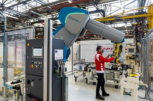 Robots que colaboran con los hombres: en FPT Industrial lafábrica 4.0 ya se ha convertido en realidad gracias a lacolaboración con Comau