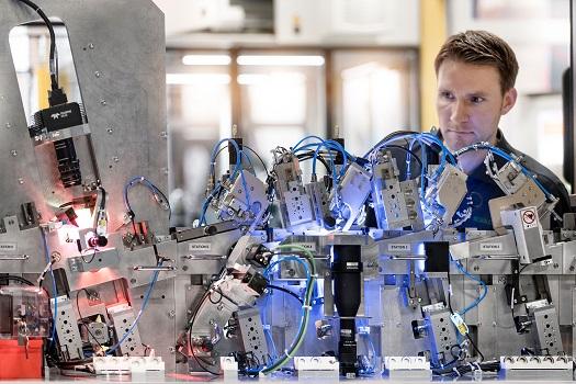 La ingeniería eléctrica para la maquinaria especial de Schaeffler lleva los diseños eléctricos estandarizados a nuevos mercados con la Plataforma EPLAN
