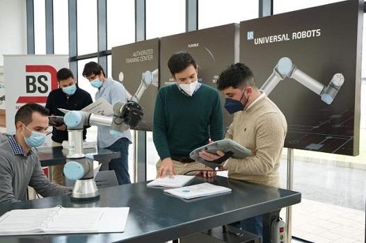 Universal Robots amplía su red de centros formativos autorizados a Extremadura