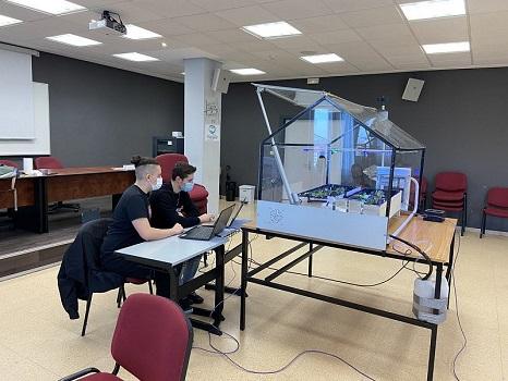 Estudiantes diseñan Guretech, un invernadero automatizado para adaptar cultivos en cualquier parte del mundo