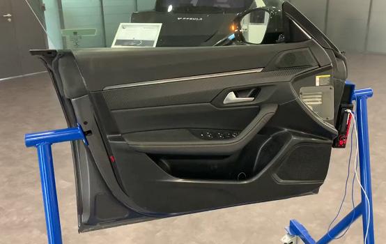 SEGULA Technologies desarrolla E-Tric Tracks, un revestimiento inteligente para vehículos que sustituye el cableado eléctrico y reduce su peso un 50%