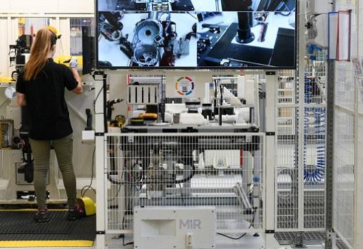 DeWalt IndustrialTools instala el robot MiR200 para automatizar tareas internas de transporte y logística